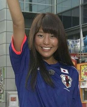 日本代表を応援する岡副麻希