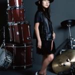 ABCマートCMでドラムを叩いてる女の子の正体は誰?名前や年齢について!